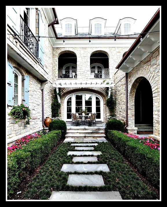 Photo credit: Houzz Deisgn by: Natchez Stone Company