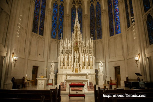 charming & beautiful Catholic wedding chapel in Chicago