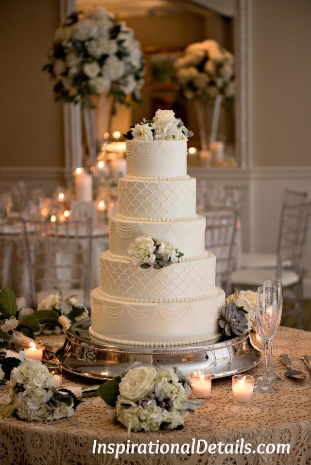 design a wedding cake with wedding dress details